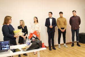 Jaunimo biuro aktyvistus – Deimantę, Kamilę, Deimantą, Dominyką ir Haroldą – sveikina V. Juknevičienė