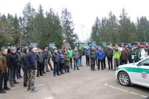 Prieš išriedėdami į gatves ūkininkai išklausė Elektrėnų policijos komisariato pareigūnų saugumo instrukcijų