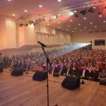 Atlikėjas Kastytis Kerbedis džiaugiasi gausia auditorija. Liudmilos Felčinskajos nuotr.