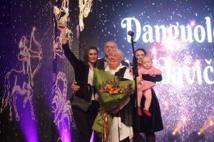Danguolę Dzimidavičienę sveikina vyras, dukros ir anūkėlė. Nuotrauka Liudmilos Felčinskajos