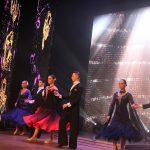 """Nominantus šokiu sveikino """"Reveranso"""" šokėjai. Vadovas Remigijus Suslavičius"""