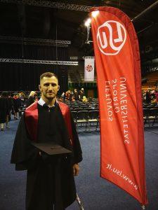 Erikas Cchovrebovas LSU diplomų įteikimo šventėje