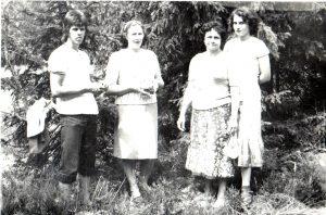 Daiva Žilytė Červokienė su mama Danute ir jos pussesere Marija Pradzeckaite-Baranauskiene bei jos sūnumi Gintautu Baranausku