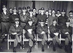Elektrėniškiai savanoriai, pasiruošę ginti Lietuvos nepriklausomybę. Nuotrauka iš Laisvės gynėjų archyvo
