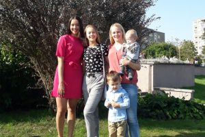 Gitana Kazakevičienė su vaikais Aiste, Skaiste, Kipru ir Luku