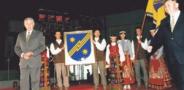 Prezidentas Valdas Adamkus įteikė miesto heraldiką. Elektrėnų sav. nuotr.