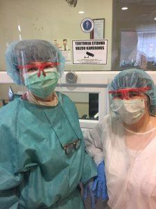 Elektrėnų biblioteka ligoninei padovanojo 15 apsauginių akinių rėmelių, pagamintų 3D spausdintuvu