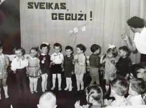 Rūta Šmigelskaitė vaikų darželyje Elektrėnuose 1967 m.
