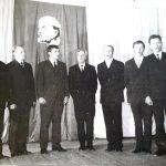 Jonas Červokas (antras iš dešinės) dainuoja Semeliškių kultūros namuose (groja meno vadovas Aleksas Dulkė)