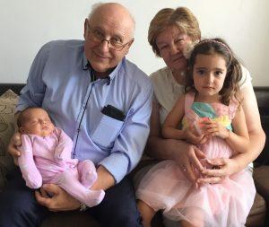 Močiutė ir senelis iš Lietuvos su anūkėmis Bulgarijoje