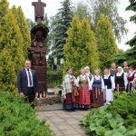 """Kalba administracijos direktorius Gediminas Ratkevičius. Tremtinių dainas atliko folklorinis ansamblis """"Runga"""""""