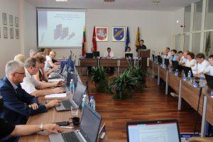 Biudžeto pakeitimus tarybai pristato Finansų ir strateginio planavimo skyriaus vedėja J. Goličenko