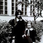 Pirmokė Eglė su seserimi Meile