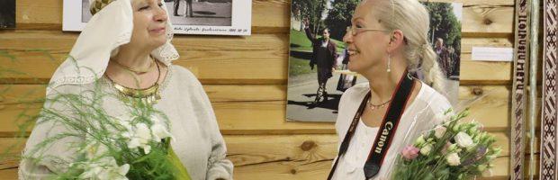 L. Felčinskaja (dešinėje) ir Elektrėnų apylinkėse gimusi ir tebegyvenanti etnografė O. R. Šakienė
