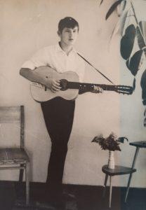 14-metis J. Cechanovičius kelius aukštumų link pradėjo nuo muzikavimo gitara