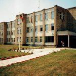 Taip atrodė pastatas Elektrinės g. 8, kur 2000 metais įsikūrė pirmoji naujos savivaldybės administracija