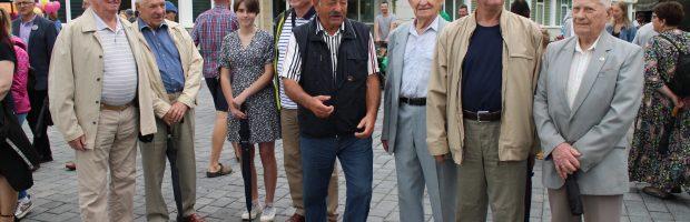 Energetikai veteranai Valstybės dieną – Liepos 6-ąją – susitiko Vėliavos pagerbimo  šventėje miesto aikštėje, pavadintoje Lietuvos valstybės atkūrimo šimtmečio aikšte