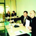 Pirmieji tarybos posėdžiai. Pirmininkauja meras Kęstutis Vaitukaitis ir pavaduotojas Andrejus Paberalis. Toliau sėdi administracijo direktorius Kristijonas Kameneckas ir pirmoji savivaldybės referentė Karolina Sakalauskienė