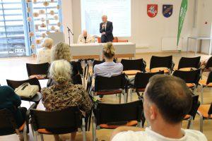 Kalba susitikime su J. Markūnu dalyvavęs knygos redaktorius Antanas Leckas
