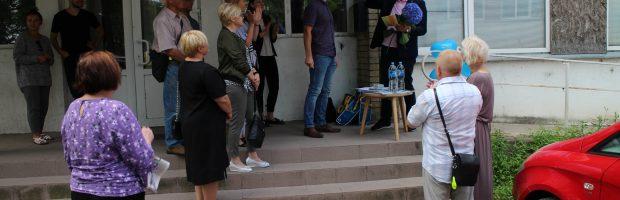 Seimo narys A. Ažubalis jau ir  savo biurą Elektrėnuose, Rungos  g. 22, atidarė. Iki rinkimų ten pirmadieniais po 3 val. dirbs jo patarėjos. Seimo narė Laimutė Matkevičienė savo biure Elektrinės g. 8 rinkėjus taip pat priima pirmadieniais
