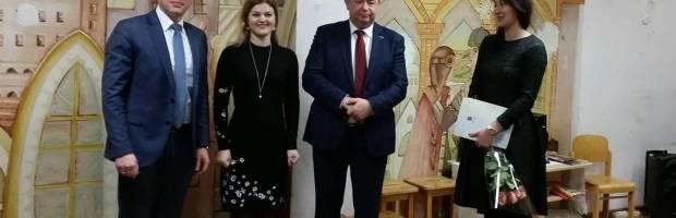 J. Zaleckienė (dešinėje), tik nuo pavasario pradėjusi vadovauti darželiui, iš savivaldybės vieną kartą sulaukė sveikintojų, o penkis kartus – tikrintojų. Elektrėnų savivaldybės administracijos  nuotr.
