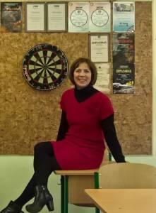 A. Juknienė mokykloje moko ne tik anglų kalbos, bet ir smiginio pagrindų