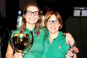 Su dukra Algina ir taurėmis