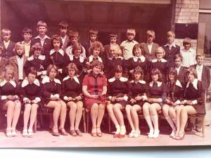 Su savo klase ir auklėtoja M. Kvederiene po 8-os klasės
