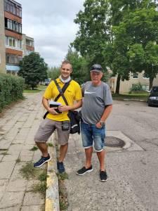 Laiškininką Jurgį iš aprangos pažino Elektrėnuose besisvečiuojantis pašto darbuotojas iš Vokietijos. Pasidalijus informacija apie darbą, išsiaiškino viena: darbas ir Lietuvoje, ir Vokietijoje vienodas, tik atlyginimai – skirtingi