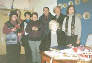 Pirmoji darbų paroda Elektrėnų bendruomenės centre 2002 metų gruodžio mėn. Joje taip pat lankėsi pirmoji ponia A. Adamkienė ir meras K. Vaitukaitis