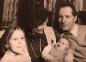 Darata ir Pranas Noreikai su dukrelėmis Vilija ir Egle