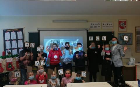 Kietaviškių progimnazijos pradinių klasių mokiniai į žiemos atostogas iškeliauja su kalėdine nuotaika, kartu žinodami ir apie žiemą tykančius pavojus