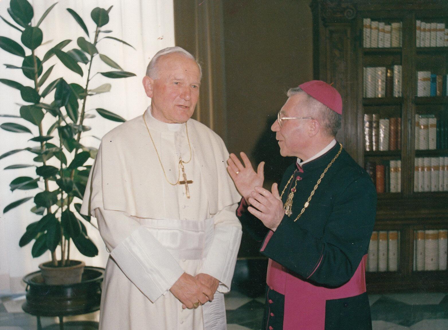 Antrojo Lietuvos kardinolo Vincento Sladkevičiaus asmenybę daugiausia formavo motina ir jėzuitai