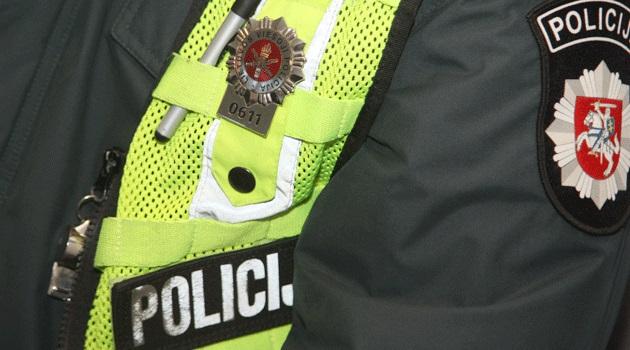 Elektrėnų policijos komisariato pareigūnas surado miške pasiklydusią senolę
