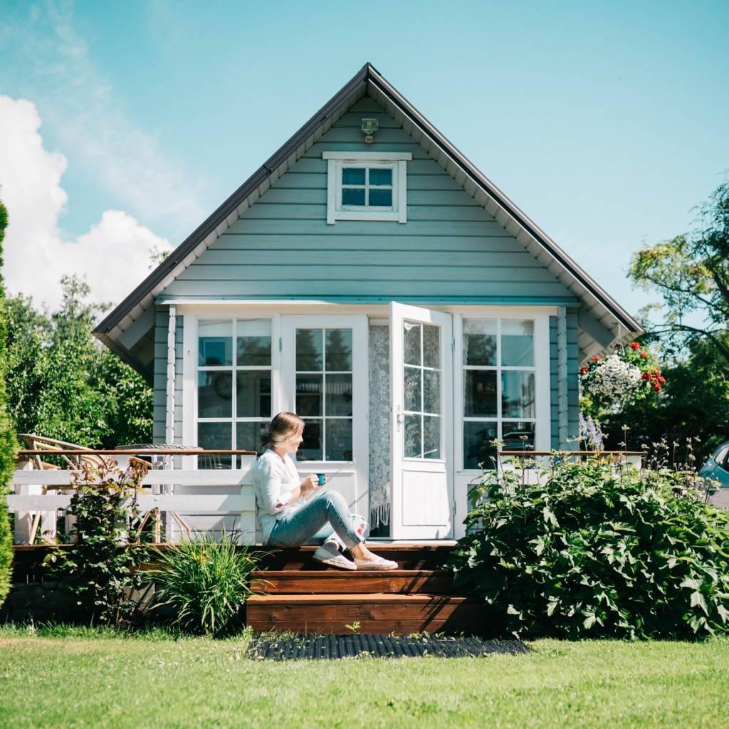 Sodo nameliai: kaip susikurti originalų poilsio kampelį savo sode?