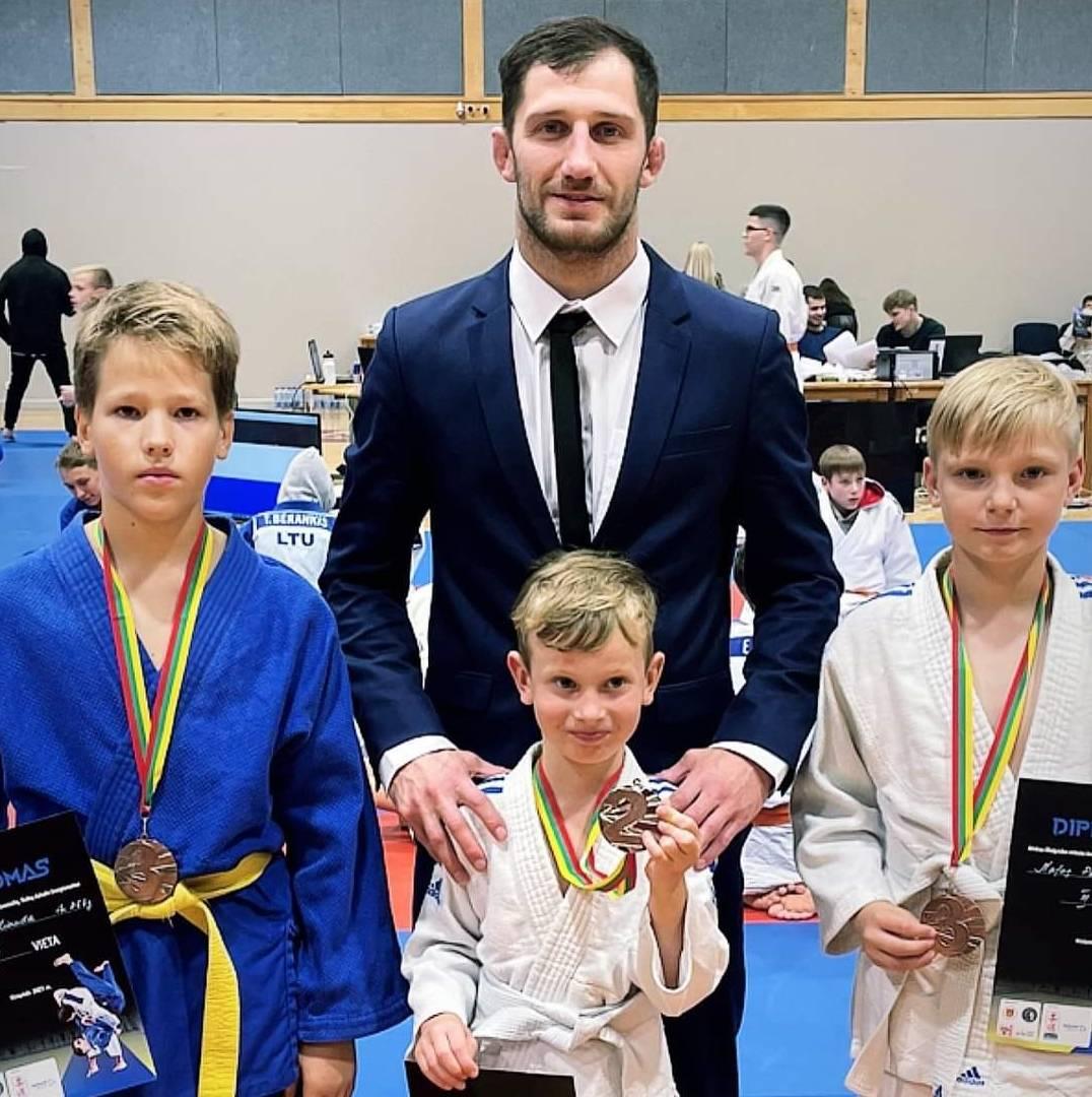 Palanga ir Kretinga didžiuojasi iš Elektrėnų kilusio Eriko Cchovrebovo nuopelnais dziudo sportui